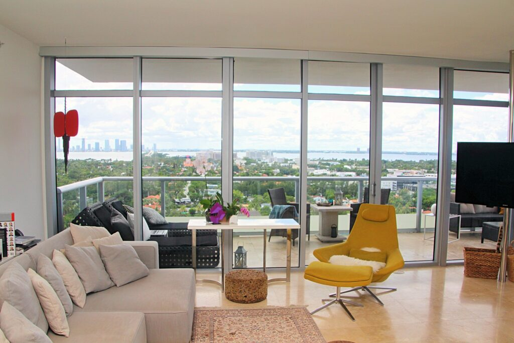 Living and City View T3